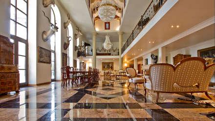 Herend | Hall: Soggiorno in stile in stile Coloniale di GD Arredamenti