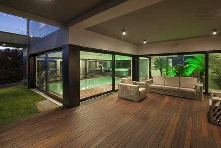 Exterior: Moradias  por VON HAFF Interior Design