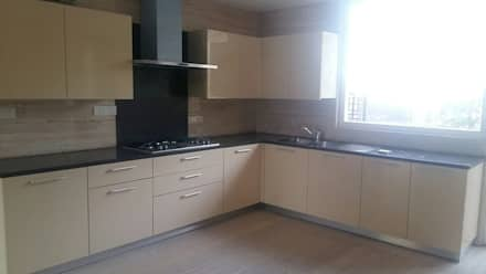 Vijay Kochhar Residence: modern Kitchen by Sion Projects