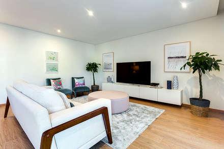 Apartamento T3 Matosinhos Sul: Salas de estar modernas por Tangerinas e Pêssegos