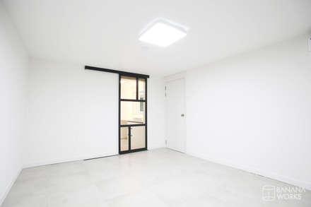 압구정 현대 아파트 인테리어 리모델링(52py): 바나나웍스의  침실