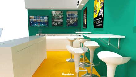 Display & Seating Area:  Ruang Komersial by Mendekor