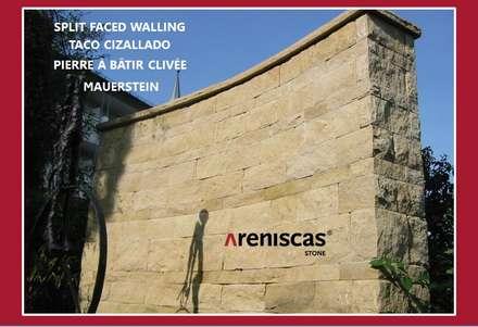 TACO CIZALLADO ● SPLIT FACED WALLING ● PIERRE CLIVÉE ● MAUERSTEINE ●: Jardines de estilo rústico de ARENISCAS STONE