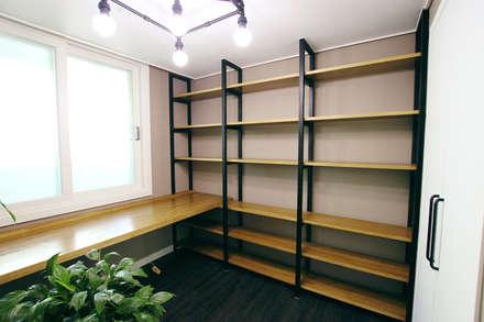 대전 복수동 목화아파트 39평형: 더홈인테리어의  벽