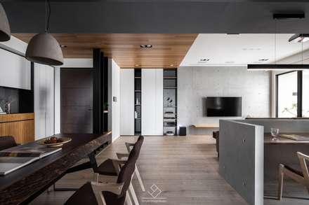 天花板設計:  走廊 & 玄關 by 極簡室內設計