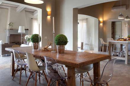 LA SEGRETA, ein exklusives Farmhaus, Umbria: landhausstil Esszimmer von Mosaic del Sur