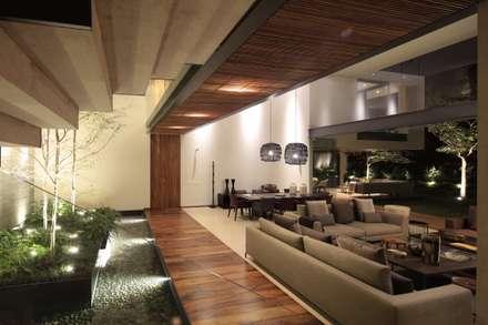 HNN HOUSE: Salas de estilo moderno por Hernandez Silva Arquitectos