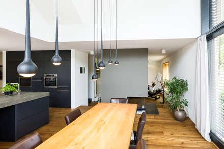 Wohnhaus am Ammersee:  Einfamilienhaus von Lothar Hennig Architekturfotografie