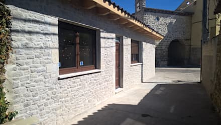 Casa de piedra: Casas rurales de estilo  de ARQUE PIEDRA RECONSTITUIDA SL