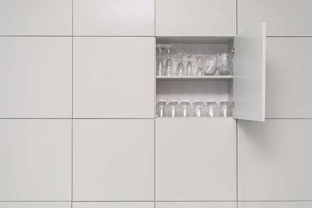 : modern Kitchen by Oksijen