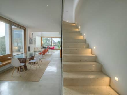 ESCALERA COMEDOR: Escaleras de estilo  de SANDRA DE VENA, ARQUITECTURA Y CONSTRUCCION