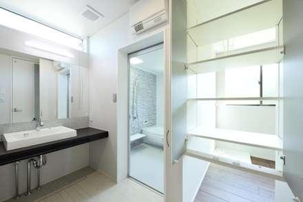 奥様が喜ぶ完璧家事動線の長期優良住宅: 株式会社JA建設エナジーが手掛けた浴室です。