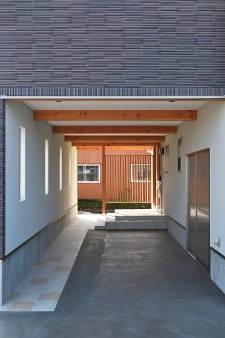 Prefabricated Garage by 株式会社JA建設エナジー