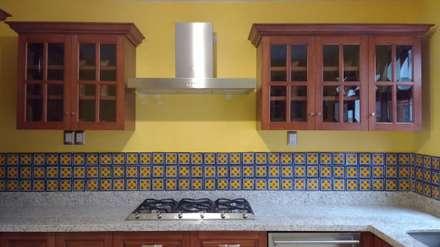 مطبخ ذو قطع مدمجة تنفيذ BIG BANG ARQUITECTOS
