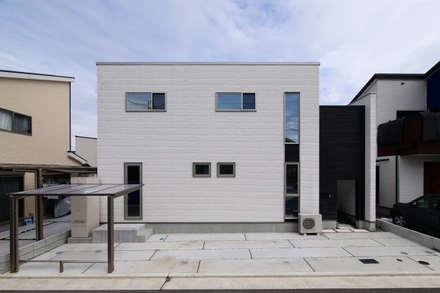 Casas unifamiliares de estilo  por タイコーアーキテクト