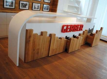 Theke inkl. unsichtbare Schubladen - Schubladen geöffnet :  Bürogebäude von GERBER Ingenieure GmbH