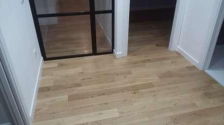 Particolare pavimento parquet: Pavimento in stile  di Cioci Ristrutturazioni S.r.l.