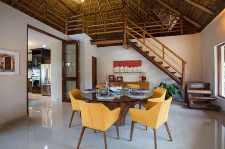 Comedor y Escalera : Comedores de estilo moderno por Heftye Arquitectura