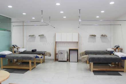 Bagno turco in stile  di MSTYZO Diseño y fabricación de mobiliario