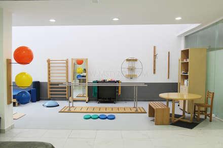 Sauna in stile  di MSTYZO Diseño y fabricación de mobiliario