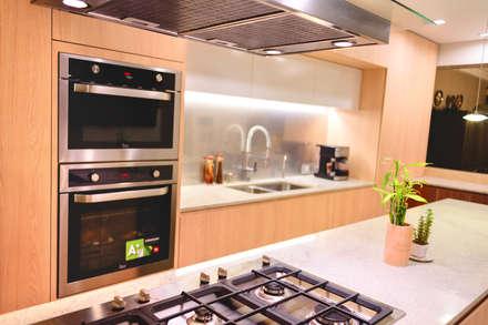 FAMILY KITCHEN: Cocinas equipadas de estilo  por Chetecortes