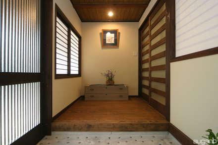 Ingresso & Corridoio in stile  di 株式会社菅野企画設計