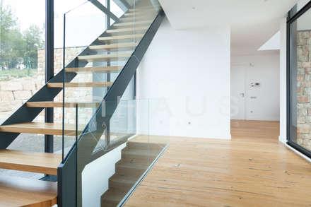 Modelo Pedralbes en Barcelona: Escaleras de estilo  de Casas inHAUS