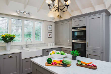 Mr & Mrs T, Oxshott:  Built-in kitchens by Raycross Interiors