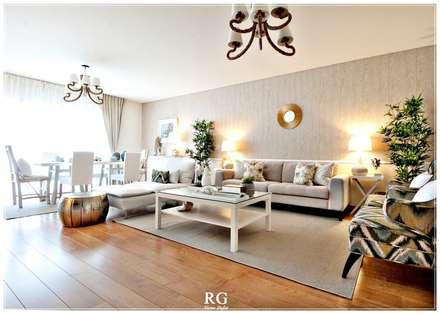 Natural Leaves: Salas de estar mediterrânicas por RG Home Stylist