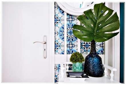 Pasillos y vestíbulos de estilo  por RG Home Stylist