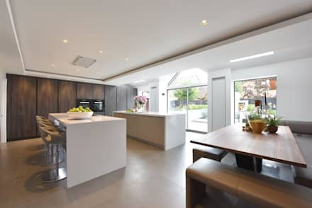 The Horridge Family Kitchen:  Built-in kitchens by Diane Berry Kitchens