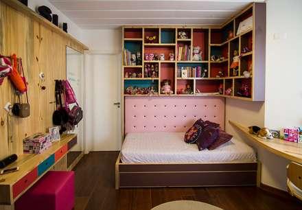 Dormitório Menina: Quarto infantil  por Cristiana Casellato Arquitetura e Interiores
