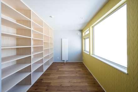 T HOUSE: 安藤建設株式会社が手掛けた書斎です。