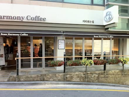Nonhyun B Coffee facade: kimapartners co., ltd.의  바 & 카페