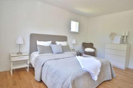 Schlafzimmer in Taupetönen : landhausstil Schlafzimmer von Select Living Interiors