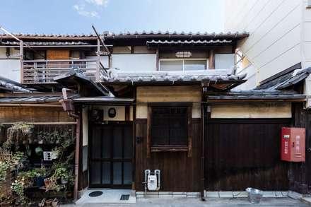Condominios de estilo  por 山本嘉寛建蓄設計事務所 YYAA