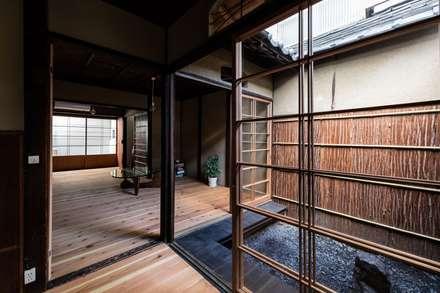 Teen bedroom by 山本嘉寛建蓄設計事務所 YYAA