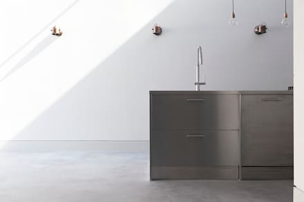 Oblique House:  Built-in kitchens by Moxy & Co Studio