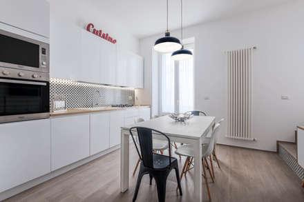 Appartamento MB: Cucina attrezzata in stile  di ABBW angelobruno building workshop