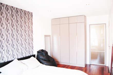 Chambre Dressing: Chambre de style de style Moderne par TAG