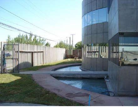 Garden Pond by Incubar: Arquitectura & Construcción