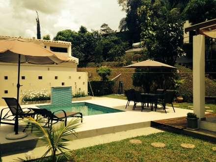 Piscinas de jardín de estilo  por Patricia Abreu arquitetura e design de interiores