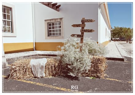 Popular rustic wedding: Jardins de fachada  por RG Home Stylist