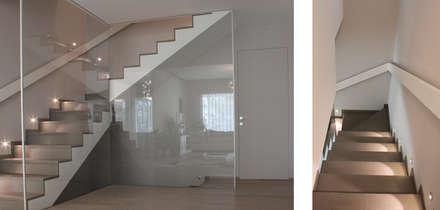 RESTYLING VILLA: Scale in stile  di CDA studio di architettura