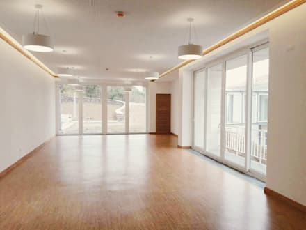 Iluminação da Sala de Estar: Hotéis  por PE. Projectos de Engenharia, LDa