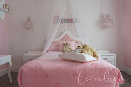 Dormitorio niña 3: Habitaciones de niñas de estilo  de Coccolarvi