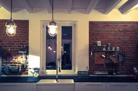 Casa unifamiliare in campagna: Cucina in stile In stile Country di atelier architettura