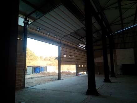 Portões industriais: Portas principais  por Marco Ferreira