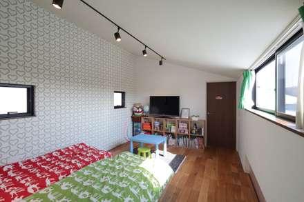 Dormitorios juveniles  de estilo  por 設計事務所アーキプレイス