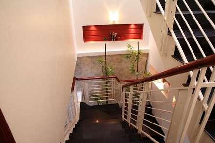 Phòng ngủ đơn giản, tiện nghi:  Cầu thang by Công ty TNHH Xây Dựng TM – DV Song Phát